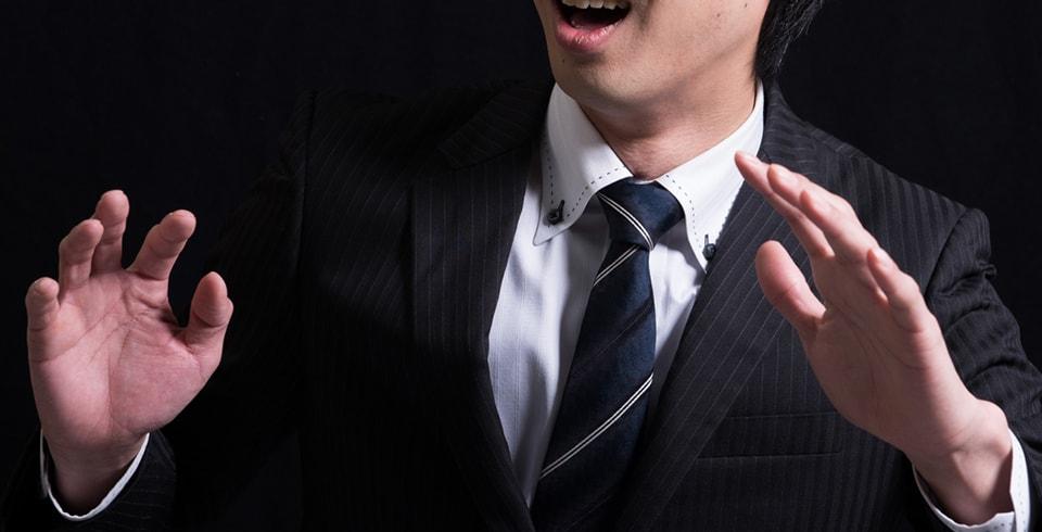 会社に副業がバレて焦る男性