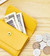 黄色い財布とお金